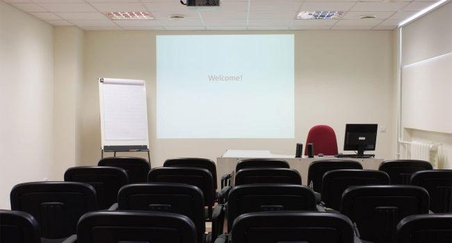 https://motothemes.net/v3/phase1/education-tutorial/wp-content/uploads/sites/10/2018/05/photodune-4753799-classroom-m-650x350.jpg